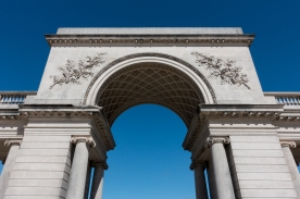Arch at the entrance to the Legion of Honor